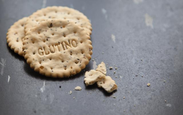 gluten free crakcers glutino