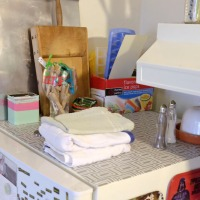 Renter-Friendly Ideas: Shelving Paper
